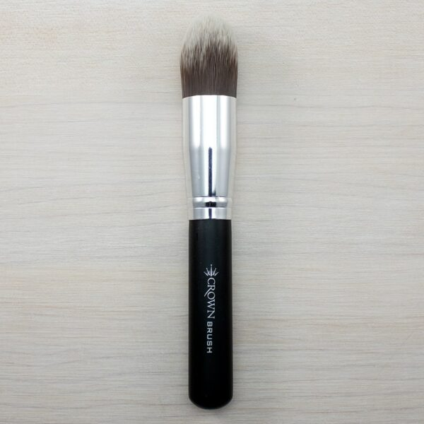 Crown Deluxe Pointed Powder Brush C450