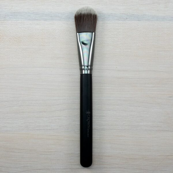 Crown Oval Foundation Brush C466